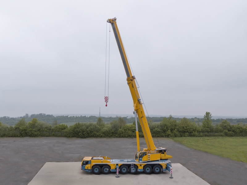 Demag AC 300-6 on test pad