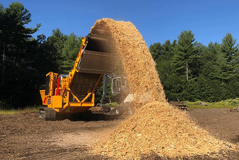 5800 Horizontal Grinder Grinding Wood Waste