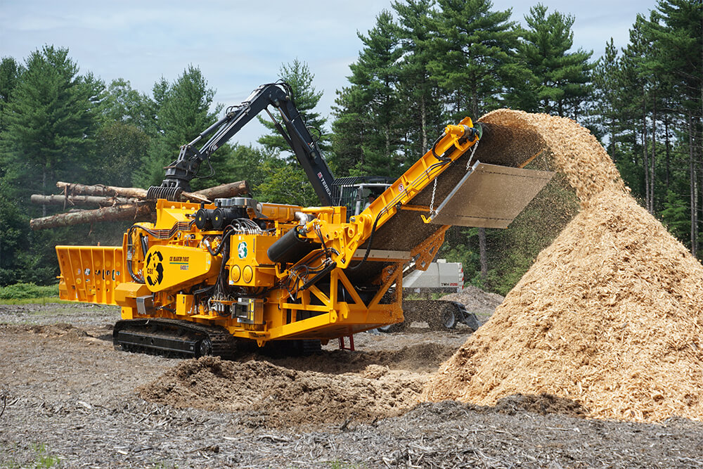 Horizontal grinder and chipper