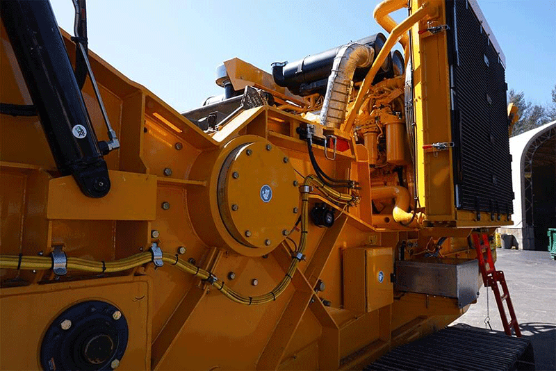 Side View of Horizontal Grinder Chamber