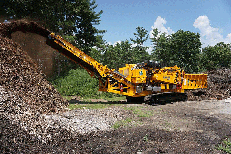 6800ct Grinder Grinding Wood in a Forest