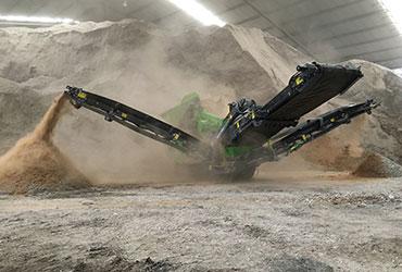 Screening Machine Producing 3 Grades of Sand