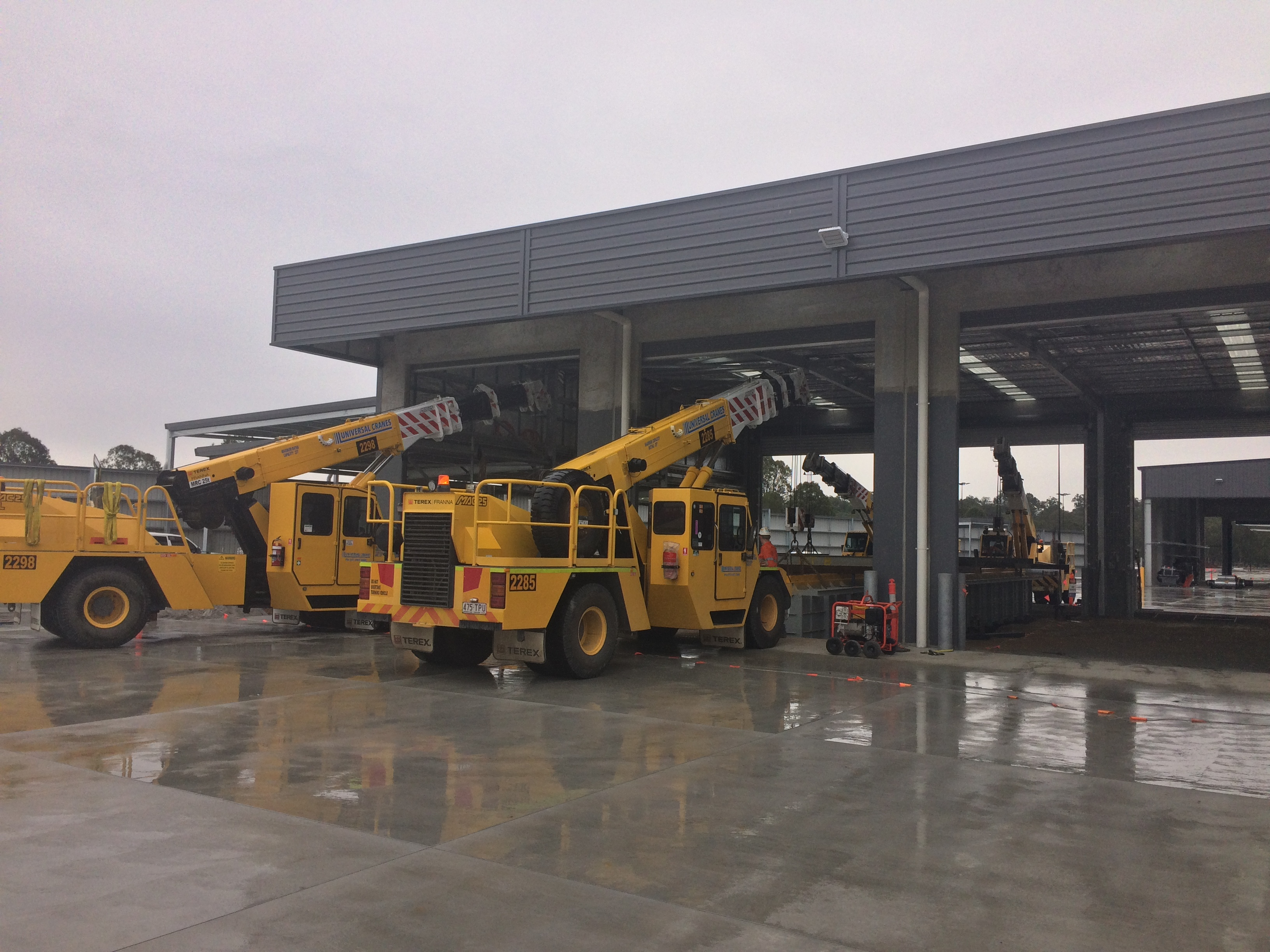 Universal 4 Crane Lift