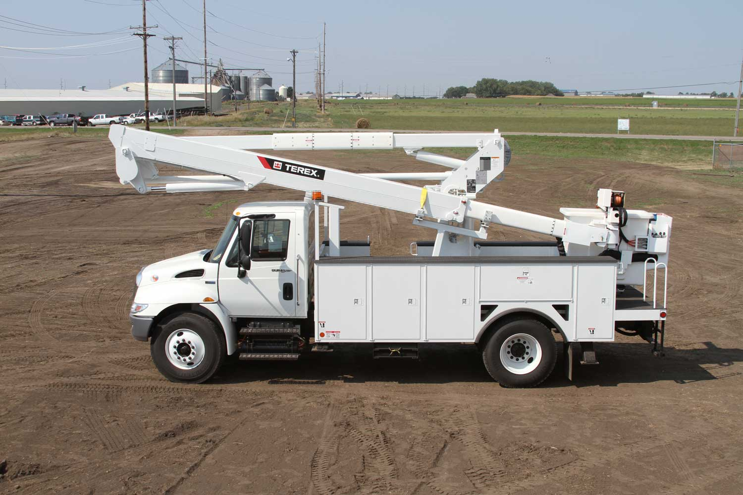 terex hi ranger telescopic aerial devices terex utilities 1990 Ford Ranger Wiring Diagram hi ranger tl series